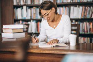 prosopopeia: imagem de uma mulher estudando